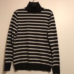 NWT Tommy Hilfiger  Long sleeves  Sweater size M